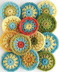 What pretty, soft autumn colors for scrappy crochet circles. Crochet Circles, Crochet Squares, Crochet Granny, Crochet Motif, Crochet Doilies, Crochet Flowers, Crochet Patterns, Crochet Coaster, Doily Patterns