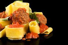 Pappardelle, boulettes de veau braises a la sauce tomate Sauce, Pork, Ethnic Recipes, Sweet, Kale Stir Fry, Pork Chops