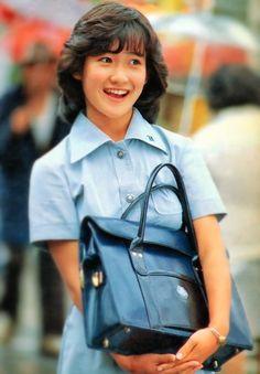 堀越の制服を着た岡田 有希子。☆Yukiko Okada (idol singer) in her school (Horikoshi high school) uniform circa 1983.