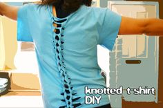 Sew T-Shirt grrfeisty: Knotted T-Shirt DIY - Turn an old t-shirt into a fun workout top. In this knotted t-shirt DIY you will cut it up, knot it up, and done! Tshirt Knot, T Shirt Diy, Shirt Refashion, Recycled T Shirts, Old T Shirts, Diy Clothing, Sewing Clothes, Recycled Clothing, Diy Clothes Videos