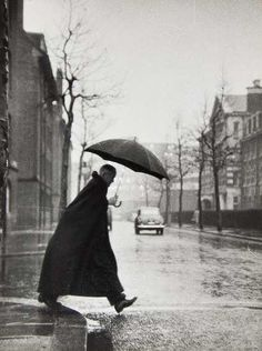 Thurston Hopkins : The Rev. Rhinedorp, Vicar of Pimlico, Steps out. 1954
