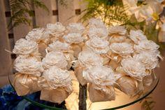 Bem casado. Tradicional e lindo! Cabbage, Vegetables, Image, Diy, Daisies, Wedding Decoration, Weddings, Sweets, Paper Flowers