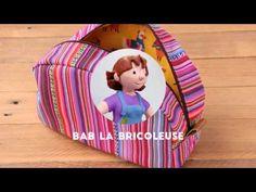 Voici une petite trousse créée un peu par hasard. J'étais en train de fabriquer un grand sac pour ma maman sur le modèle du sac en simili-bicolore. J'avais préparé la fermeture, puis j'ai confectionné l'extérieur du sac : quand est arrivé le moment de les rassembler, il me manquait 10 bons centimètres. J'ai donc improvisé:… Purse Wallet, Voici, Kit, Sewing Projects, Textiles, Train, Make It Yourself, Crochet, Crafts