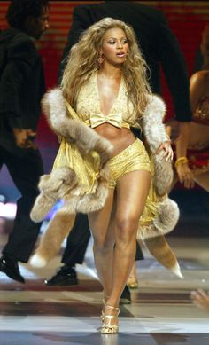 Beyoncé - 2003 VMA's performing second song Crazy In Love with Jay Z