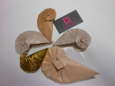 Origami Shell Designed by Tomoko Fuse  meirehirata.com Follow me on Instagram: Meire Hirata Origami