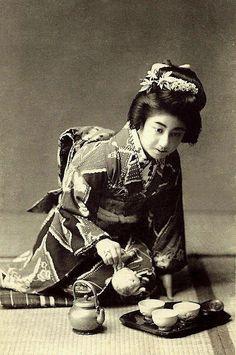 "MANRYU -- The ""It Girl"" Geisha of OLD JAPAN"