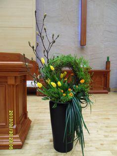 Altar Flowers, Church Flowers, Funeral Flowers, Large Flower Arrangements, Funeral Arrangements, Beautiful Drawings, Ikebana, Flower Designs, Floral Design