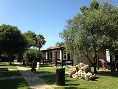 Agriturismo il Contadino Alimini Situated in Alimini, 28 km from Lecce, Agriturismo il Contadino features air-conditioned rooms and free private parking. Guests can enjoy the on-site bar.  Rooms are fitted with a flat-screen TV.
