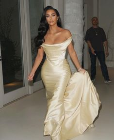 Along With The Rest Of Hollywood, Kim Kardashian Validates The Case For Corsetry - Grazia Kim Kardashian Bikini, Kim Kardashian Meme, Kim Kardashian Blazer, Young Kim Kardashian, Kim Kardashian Wedding Dress, Kim Kardashian Wallpaper, Kardashian Style, Kardashian Nails, Outfits