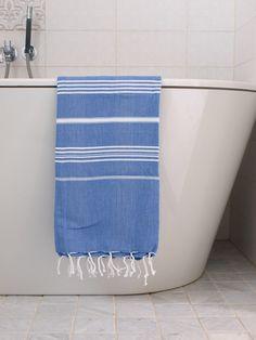 La nouvelle collection de draps de hamam (foutas) est arrivée! Notre drap de hamam turc a une excellente absorption de l'humidité et sèche rapidement, prend peu de place malgré sa taille importante (180x100 cm), est doux et souple et est disponible en de nombreuses belles couleurs. Utilisez votre drap de hammam dans la salle de bains, sauna, sur la plage, dans le jardin, sur votre chaise longue ou comme nappe, plaid d'été, écharpe porte-bébé, etc.  Prix à l'unité 18,95 €.