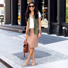 Chic pencil skirt! This is a beautiful pencil skirt that is great for the office! The Limited Skirts Pencil