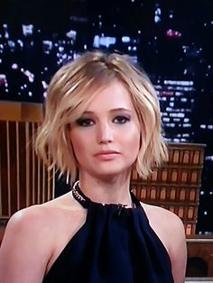 Jennifer Lawrence's cute wavy short bob haircut. As seen on Jimmy Fallon