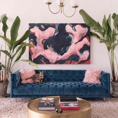 Got a mishmash of cool artsy prints, memorable photographs and quirky pieces you've picked up at thrift shops? No idea where to begin when it comes to displaying them in your home? Salon walls to the rescue!