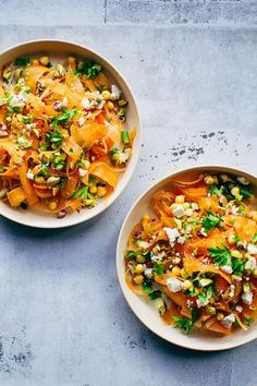 Moroccan carrot salad with chickpeas, pistachio and spicy dressing - perfect for dinner or a easy lunch