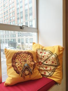 Nice view, nice seat... nice cushions, too! We can't get enough of these hilarious pizza designs. They print beautifully on our canvas poplin fabric and bring a little (or a lot of!) humor to your space.