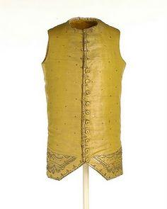 CHUPA: Pieza con faldillas y mangas ajustadas. Ch corta. Chaleco abajo de la cintura, con dos bolsillos donde se llevaba la leontina y una llave de oro, accesorios de moda de finales del siglo XIX.