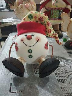Christmas Sewing, Christmas Love, Christmas Pictures, Christmas Projects, Vintage Christmas, Christmas Balls, Snowman Christmas Decorations, Diy Christmas Ornaments, Snowman Crafts