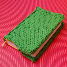 Today we are teaching you how to make a useful and colorful book cover with PIMA cotton. With this you will protect your books.
