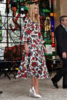 Click through the gallery to see photos of Ivanka Trump's best shoe style of including choices from Rothy's, Jimmy Choo and Burberry. Ivanka Trump Style, Ivanka Trump Dress, Trump Models, Mode Kawaii, Royal Dresses, First Daughter, Classy Outfits, Fashion Photo, Dress To Impress