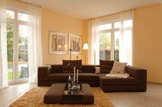 Geschmackvolles Wohnzimmer In Hellen Wandfarben Mit Brauner Einrichtung  Gestaltet Von Lagoni Malereibetrieb GmbH In Kiel (