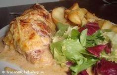 Baconlindad kyckling med cremé fraiche