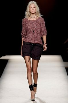 """Quero muito, vários, todos!!!!! Como bem escreveu Nicole Phelps do Style.com, """"Isabel tem o dom de saber o que as 'cool girls' querem vestir antes mesmo delas mesmas""""… Verdade! Fotos: Style.com"""
