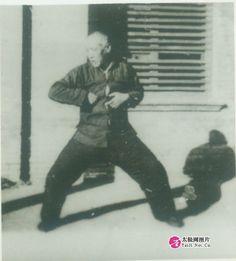 陈发科 Chen Fake, performing an elbow strike presumably from erlu.