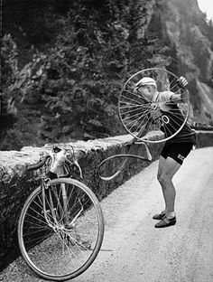 Back when Pro-Cyclists could replace their own tires