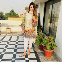 She's Heavenly Pretty And Adorable Ravishing 😍😍 Beauty Goals 😍😍❤Follow @islamabadfashionhub #like4like #instagood #celebrities #ayezakhan… Stylish Dress Designs, Stylish Dresses, Simple Dresses, Girly Outfits, Casual Outfits, Modern Hijab Fashion, Women's Fashion, Pakistani Dresses Casual, Pakistani Girl