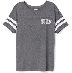Love this cute gray shirt <333