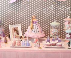 torta de princesa hecha con una muneca real