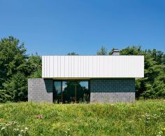 Galeria de Residência Catskills / J_spy Architecture and Design - 5 Concrete Block Walls, New York Studio, Shelter Island, Exposed Concrete, Storey Homes, Explorer, Green Landscape, Architect House, Open Plan Living