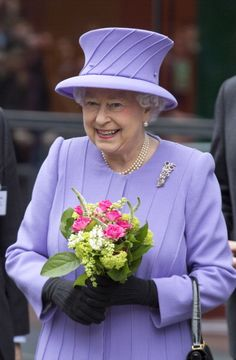 Queen Elizabeth, February 27, 2013 | The Royal Hats Blog