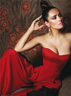 Salma Hayek knows just how to work it... <3 ths look! Frm bd: Color Me Red