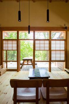 有限会社中村建築事務所 の オリジナルな リビングルーム 大泉の舎‐猫間障子のあるリビングルーム