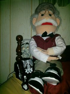 Telling Achmed a story