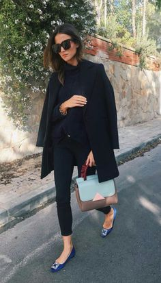 Chic black outfit with colourful flats and bag Fashion Mode, Work Fashion, Korean Fashion, Womens Fashion, Style Fashion, Mode Outfits, Casual Outfits, Fashion Outfits, Mode Chic