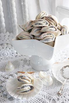 Illéskrisz Konyhája: ~ MÁKOS KAGYLÓ KEKSZ ~ Eat Pray Love, Sweets, Cookies, Baking, Diy, Autumn, Food, Biscuits, Crack Crackers
