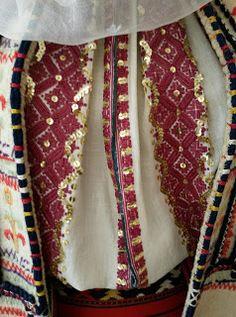 Folk Costume, Costumes, Palestinian Embroidery, Folk Embroidery, Kimono Top, Textiles, Romania, Women, Country