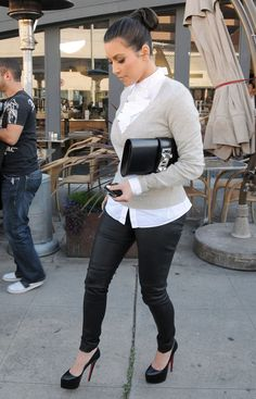 caligurls25:  3/10/11: Kim shopping in West Hollywood.  http://cherry-girl010.tumblr.com/