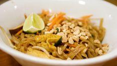 Pad Thai ricetta originale tailandese, spaghetti di riso saltati nel wok