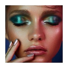 Gorgeous! Where can I find this incredible green eyepigment? #makeup#makeupartist #makeupaddict #eyeshadow#eyemakeup#editorial#wetlook