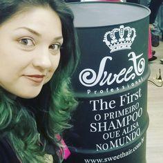 Visitando o escritório da @sweetprofessional .  Estamos todas encantadas pelo #thefirstsweethair . . #bloganaaraujo #anaaraujo #sweethairprofessional  #liffemommys #blogueirassp #greenhair #bloggerlife