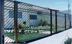 Serralheria de ferro e alumínio. Fabricação  de alambrados para fechamentos em quadra de esportes,piscinas, etc.
