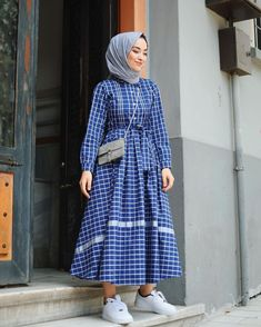 Plaid and Stripped Dress Inspiration for Hijabies – Girls Hijab Style & Hijab …. Plaid and Stripped Dress Inspiration for Hijabies – Girls Hijab Style & Hijab … Hijab Outfit, Hijab Casual, Girl Hijab, Hijab Dress, Outfit Jeans, Modern Hijab Fashion, Muslim Women Fashion, Islamic Fashion, Modest Fashion
