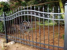 Beauteous Front yard fence ugly,Modern fence new jersey and Wooden fence recipe. Fence Landscaping, Backyard Fences, Garden Fencing, Rod Iron Fences, Wrought Iron Fences, Timber Fencing, Metal Fence, Fence Slats, Concrete Fence