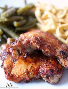 Healthy Spicy Honey Glazed Chicken: This delicious honey spiced glazed chicken is made with chicken thighs and cooked under the broiler. It's sweet, spicy and oh so delicious!