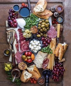 Cheese display ideas antipasto platter 36 Ideas for 2019 Charcuterie And Cheese Board, Charcuterie Platter, Antipasto Platter, Cheese Boards, Cheese Board Display, Meat Platter, Mezze Platter Ideas, Antipasti Board, Charcuterie Display