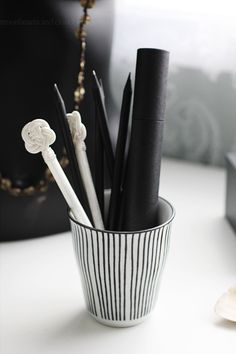 Striped pencil holder