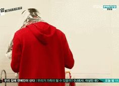 """Chanyeol and Suho.the question is, what in the world was Chanyeol trying to accomplish? XDDD Suho """"what are you doing?"""" *he'll never know I was trying to make a hat with aluminum foil to scare everyone* EXO Chanyeol Baekhyun, Park Chanyeol, Kpop Exo, Exo K, Tvxq, Btob, Exo Showtime, 5 Years With Exo, Xiuchen"""